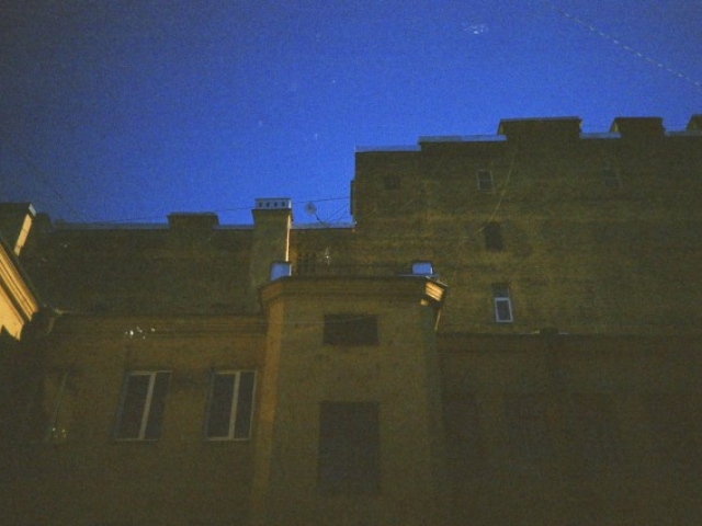 Двор на Джамбула. Фото: Алексей Абакумов. Пленка. Санкт-Петербург, 2013 год