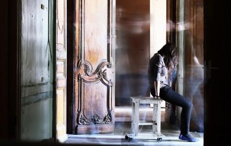На снимке Елена Дробышева и призраки. Санкт-Петербург, 2011 год