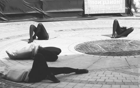 """Арт-перформанс на фестивале """"Город мастеров"""". Соляной городок, Санкт-Петербург, 27 мая 2011 года"""