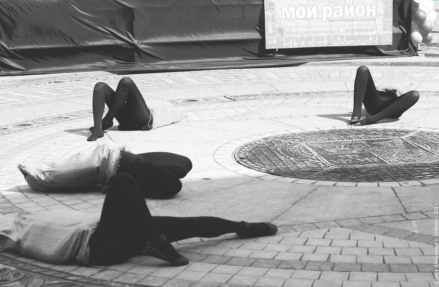 Арт-перформанс в честь дня города. Фото: Алексей Абакумов. Санкт-Петербург, 27 мая 2011 года