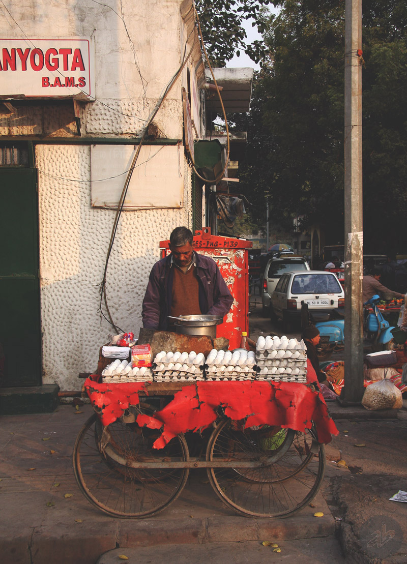 Продавец вареных яиц (Нью-Дели, Индия, 2014). Фото Алексея Абакумова.