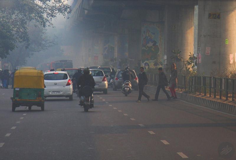 Делийский смог и траффик (Нью-Дели, Индия, 2014). Фото Алексея Абакумова.